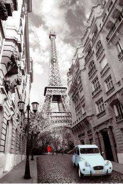 Романтичный Париж с голубой машиной