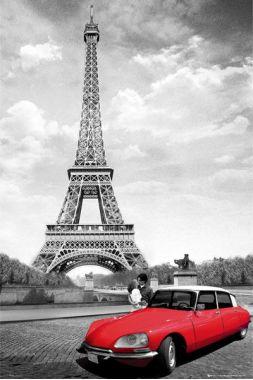 Романтичный Париж с красной машиной